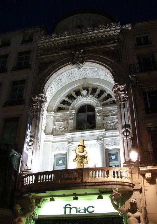 Paolo Pinocchio sur le balcon de la fnac Bellecour